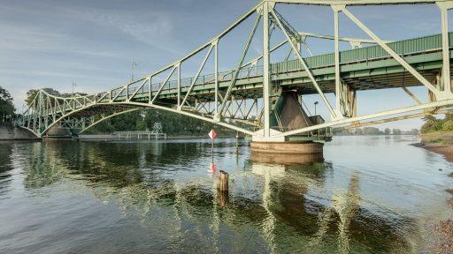 Die Oskars-Kalpaks-Brücke