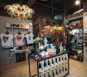 """Sākot ar 25. novembri tirdzniecības nama """"Kurzeme"""" 1. stāvā, Liepājā vērsies Ziemassvētku pop-up tirdziņš"""